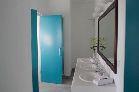 Drift BnB Colombo: Dorm Bathrooms