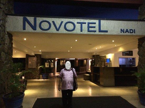 Novotel Nadi: entrance