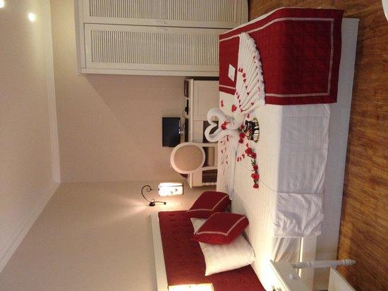 Calypso Grand Hotel: Hotel room