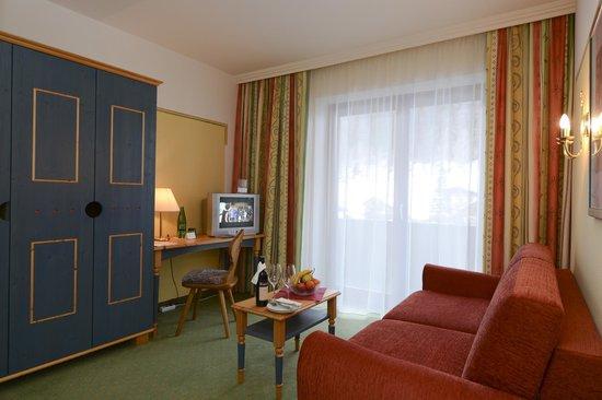 Hunguest Hotel Heiligenblut: Wohnzimmer im Appartement
