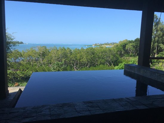 Anahita Golf & Spa Resort: Bassin avec vu mer