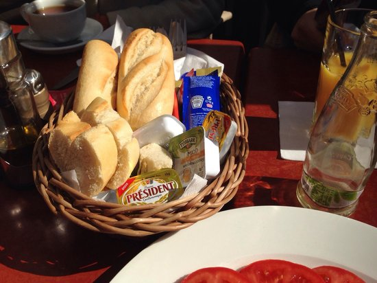 Nova Resto Bar: Bread that comes with the Polish or English Breakfast