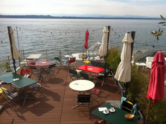 Bains des Dames : Early morning on a Sunday with a view of the lake and the alps.