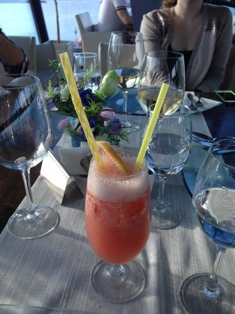 On Plonge : A fresh graprefruit drink that was delicious and refreshing