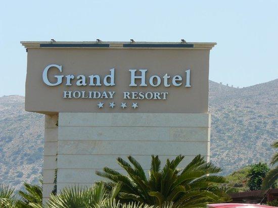 Grand Hotel Holiday Resort: Entrée Hôtel