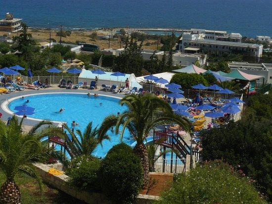 Grand Hotel Holiday Resort: Vue du dessus de l'hôtel
