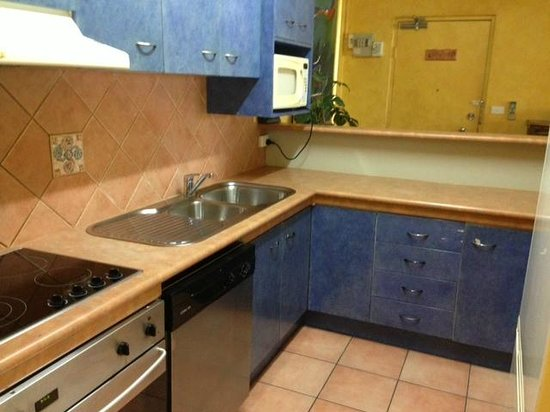 Tranquility Palm Cove : Kitchen - functional, but in need of some TLC