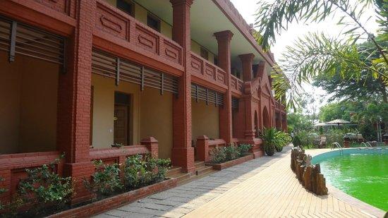 Sky Palace Hotel Bagan: Vues des chambes rez-de-chaussée.