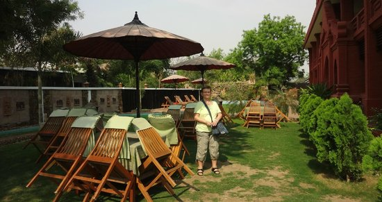 Sky Palace Hotel Bagan: vue restaurat en plein air.