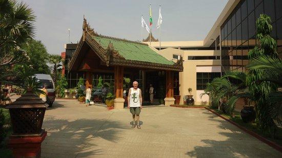 Sky Palace Hotel Bagan: Vue de la réception.