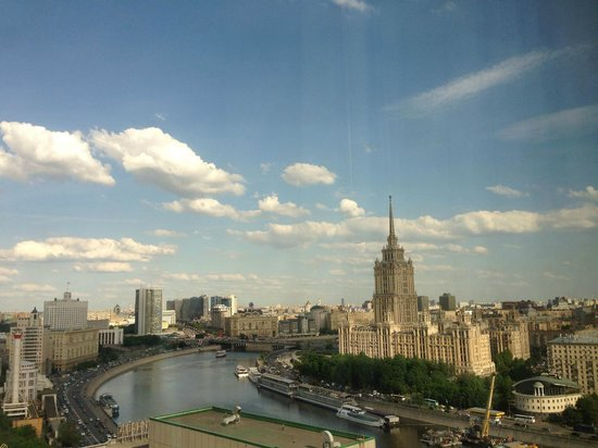 Crowne Plaza Moscow World Trade Centre: Moscow River and City Skyline