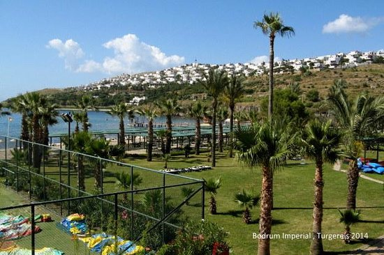 Bodrum Imperial: Stranden fra hotellets restauration på toppen