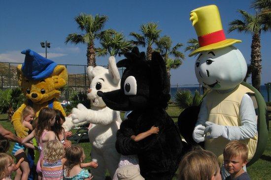 Bodrum Imperial: Hver dag kl. 16.00 var alle dyrene ude at lege med børnene og især Bamse var populær