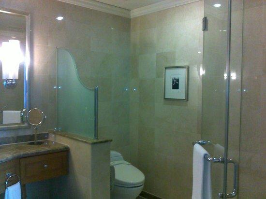 Le Meridien Kuala Lumpur: Bathroom at the Suite