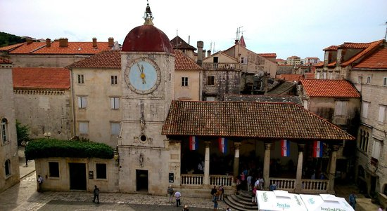 Weltkulturerbestätte Trogir: place centrale de Trogir