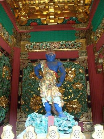 Taiyuinbyo Shrine: 膝小象!