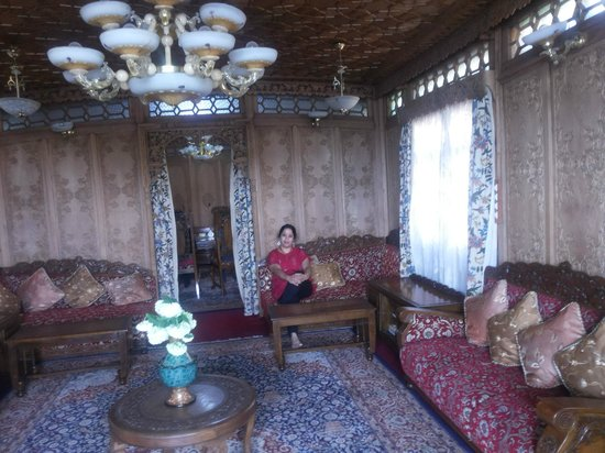The Beautiful Drawing Room - Picture of Royal Group of Houseboats ...