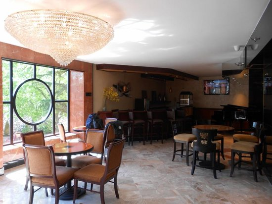 Garden Inn & Suites: The Reception Area
