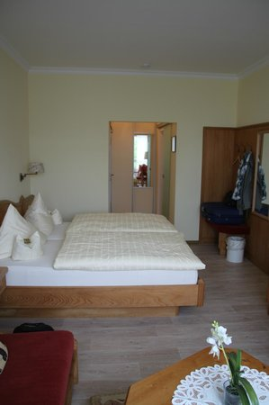 Hotel Baeren : Blick zum Eingang/Bad