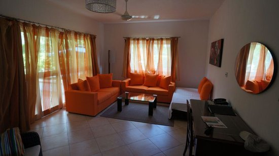 Cote d'Or Apartments: Room