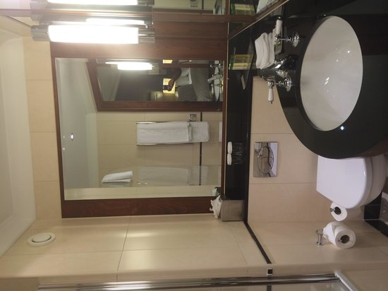 DoubleTree by Hilton Hotel Newcastle International Airport : Bathroom