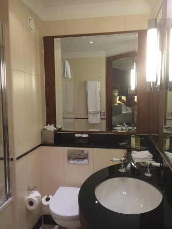 DoubleTree by Hilton Hotel Newcastle International Airport: Bathroom