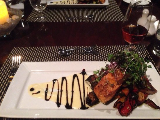 Tongariro Lodge Restaurant: Perfect salmon!