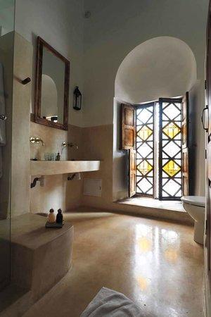 Riad Matham : salle de bain - suite Almoravide