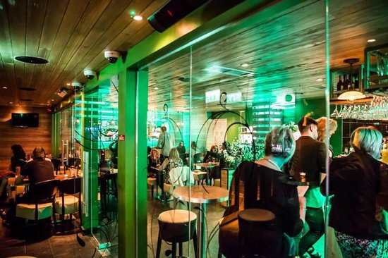 D'Vine Restaurant and Social Bar: Relax , drinking and eating