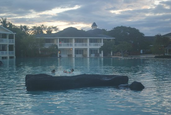 Plantation Bay Resort And Spa: Salt water lagoon, safe for kids and free from sea urchins