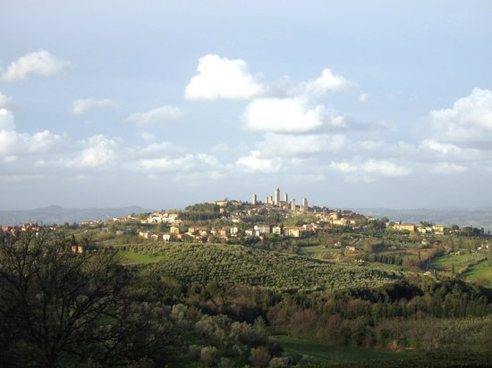 Hotel Pescille: Blick nach San Gimignano