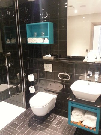 Hotel Indigo London Kensington: Bathroom