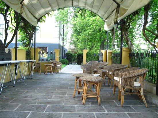 Hotel Villa Malpensa: Pergola