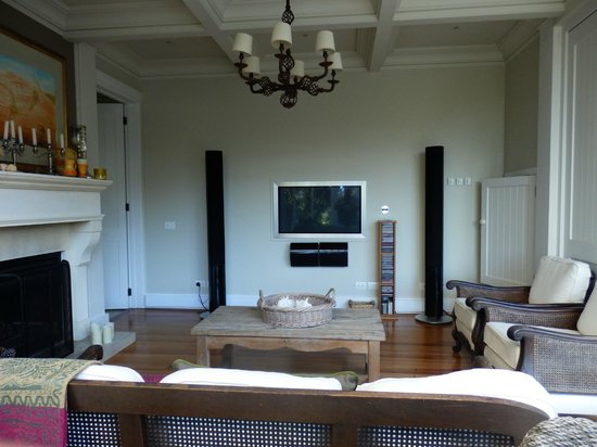 970 Lonely Bay : Music and cinema room