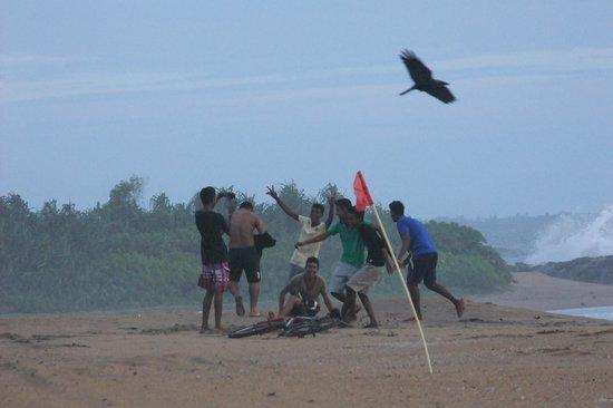 AVANI Kalutara Resort: locals playing on the beach