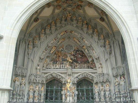 Cathedral at Munsterplatz / St. Vincent (Munster Kirche): Aussicht