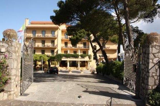 Grand Hotel Due Golfi: entrance hotel