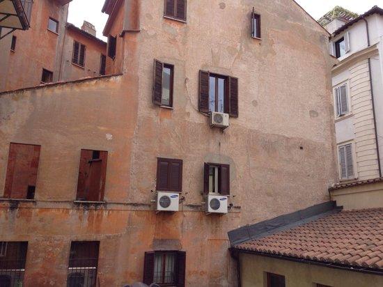 Navona Palace Residenze di Charme: Vue de la chambre...