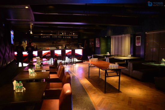 Interiors - Picture of Toss Sports Lounge, Pune - TripAdvisor