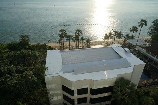 Pullman Pattaya Hotel G: Petite plage de l'hôtel