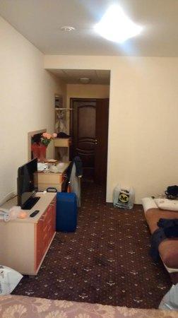 Armada Comfort Hotel: Towards the room's door