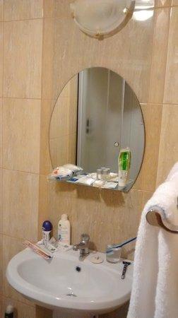 Armada Comfort Hotel: Bathroom