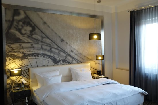 Le Meridien Grand Hotel Nurnberg : King bed of a Grand Deluxe road