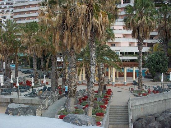 Royal Savoy Hotel : Pool area