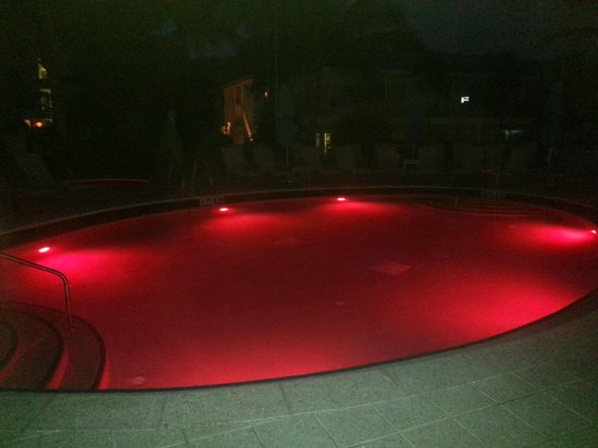 The Naples Beach Hotel & Golf Club: Pool at Night
