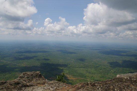 崖の上から景色を見渡せます - ...