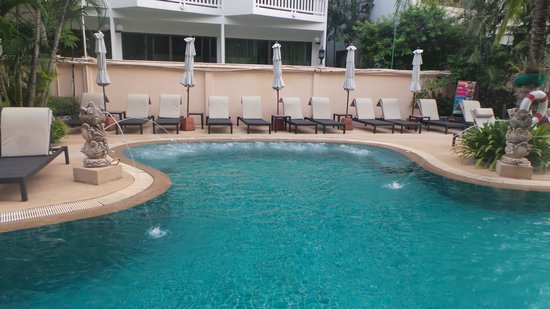 Karon Sea Sands Resort & Spa : the cool spa seat in the pool