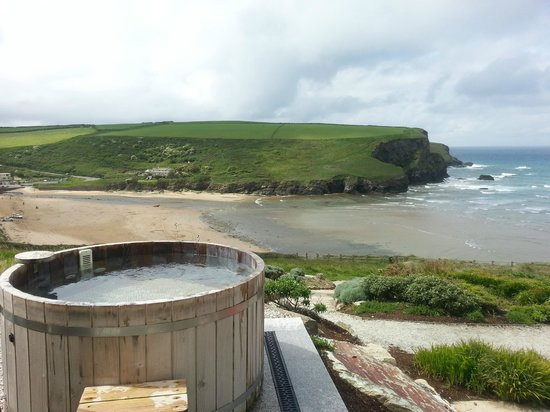 The Scarlet Hotel: Hot tub with a view!