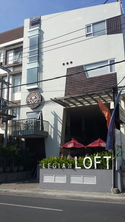 Loft Legian Hotel: The hotel frontside