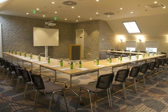 Jump INN Hotel Belgrade: Conference room